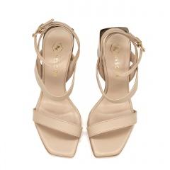 Pudrowo różowe skórzane sandały na złotym lustrzanym słupku 133F