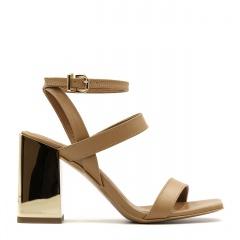 Karmelowe skórzane sandały na złotym lustrzanym słupku 133F