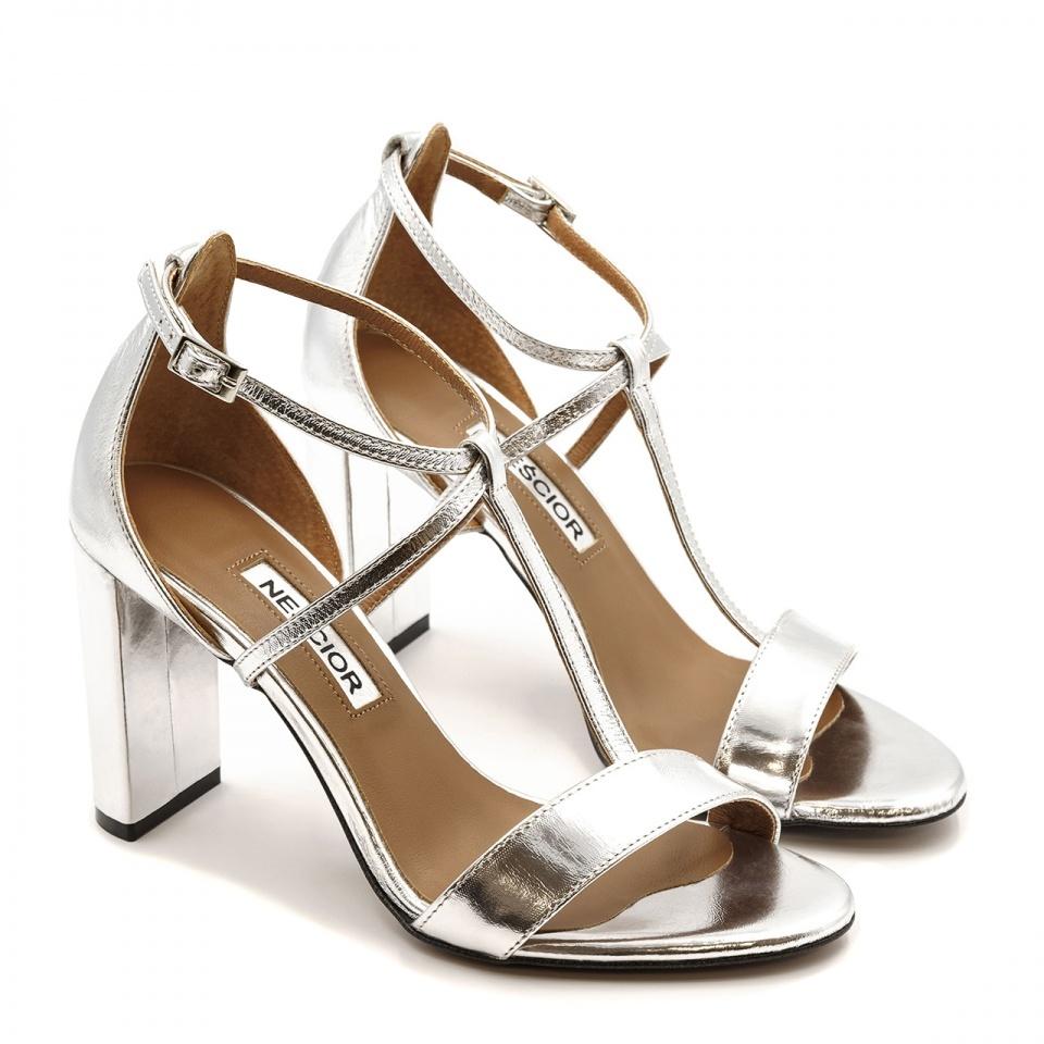 Srebrne skórzane sandały z paskami na wysokim słupku 33D