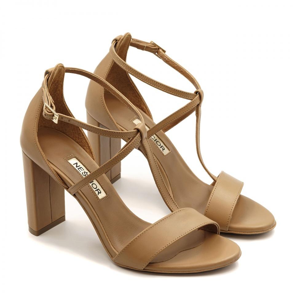 Karmelowe skórzane sandały z paskami na wysokim słupku 33D