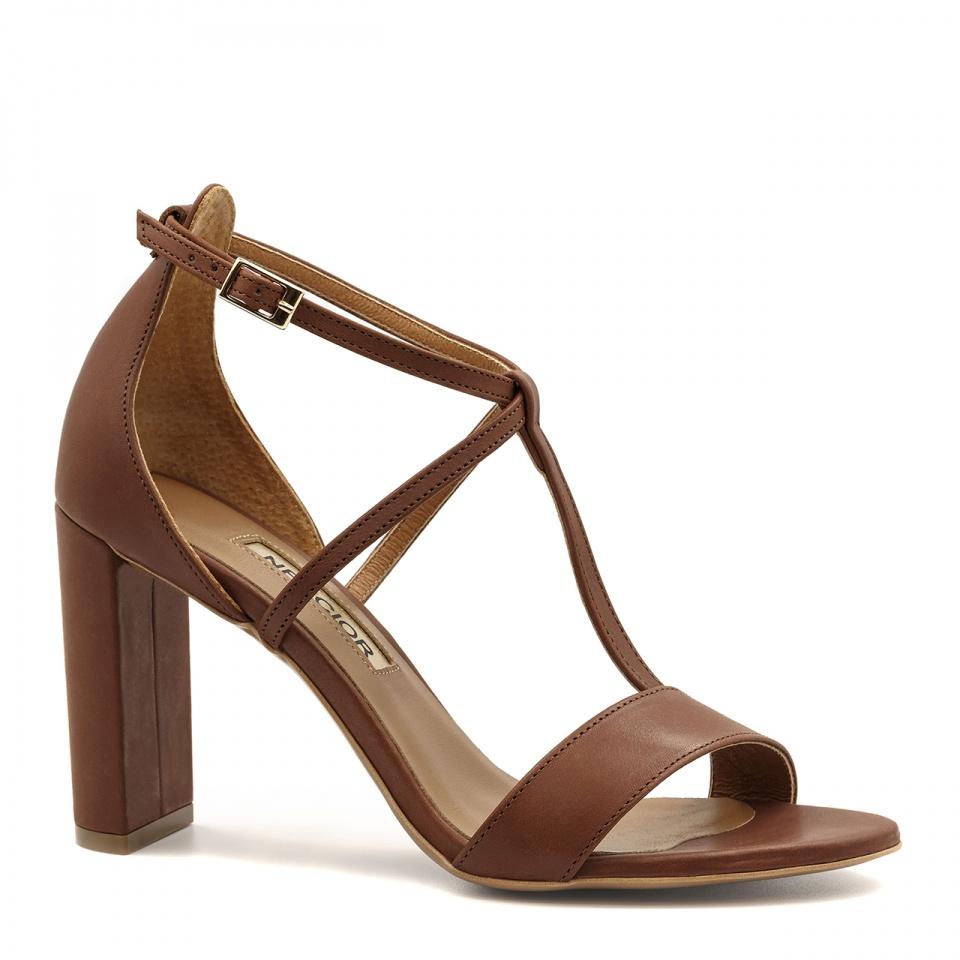 Brązowe skórzane sandały z paskami na wysokim słupku 33D