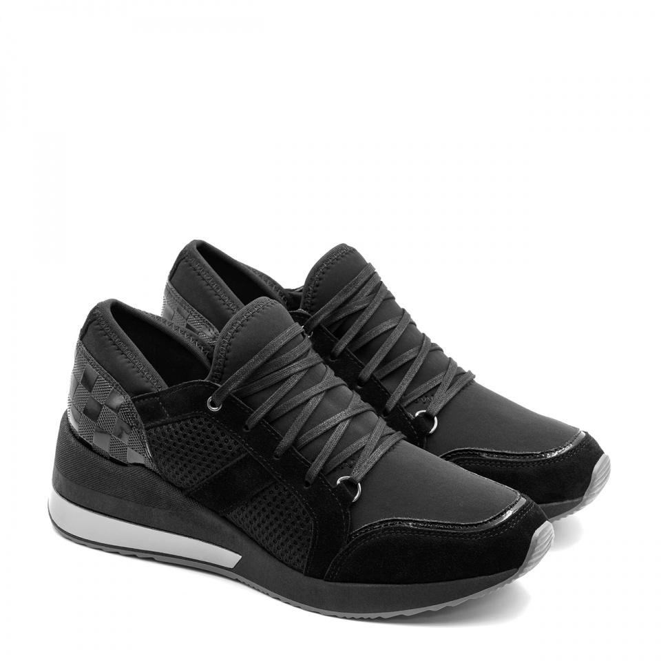 Sportowe czarne sneakersy z metalizowaną wstawką w podeszwie i lakierowaną piętą 278K