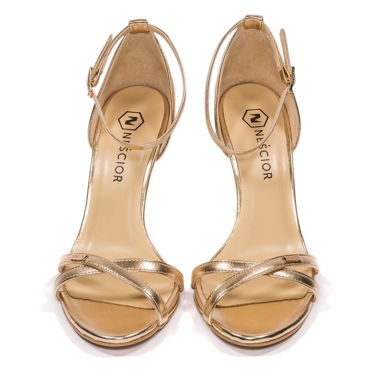 sandały z jednym paskiem