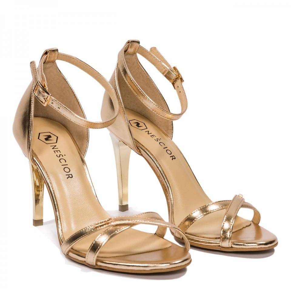 Złote skórzane sandały na obcasie z paskami