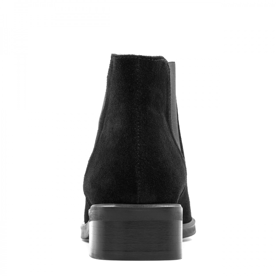 Czarne welurowe botki z gumką na bokach 28H