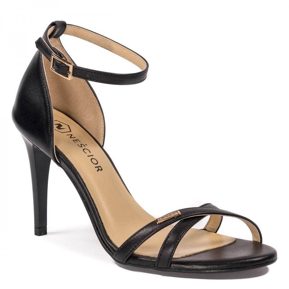 Czarne skórzane sandały na obcasie z paskami