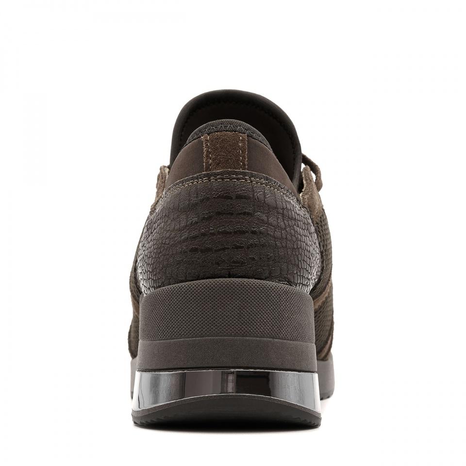 Sportowe brązowe sneakersy z metalizowaną wstawką w podeszwie 278K