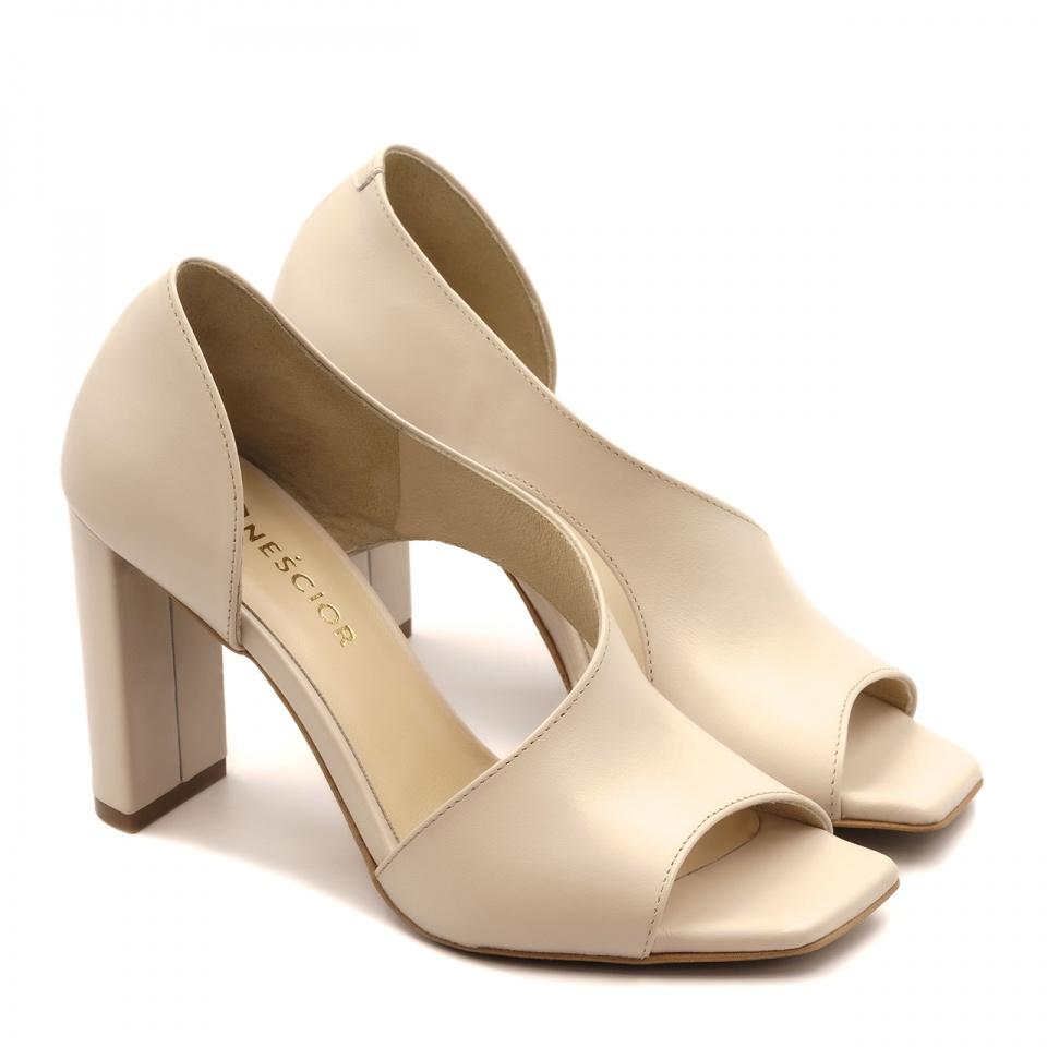 Beżowe skórzane sandały z kwadratowym noskiem 133A