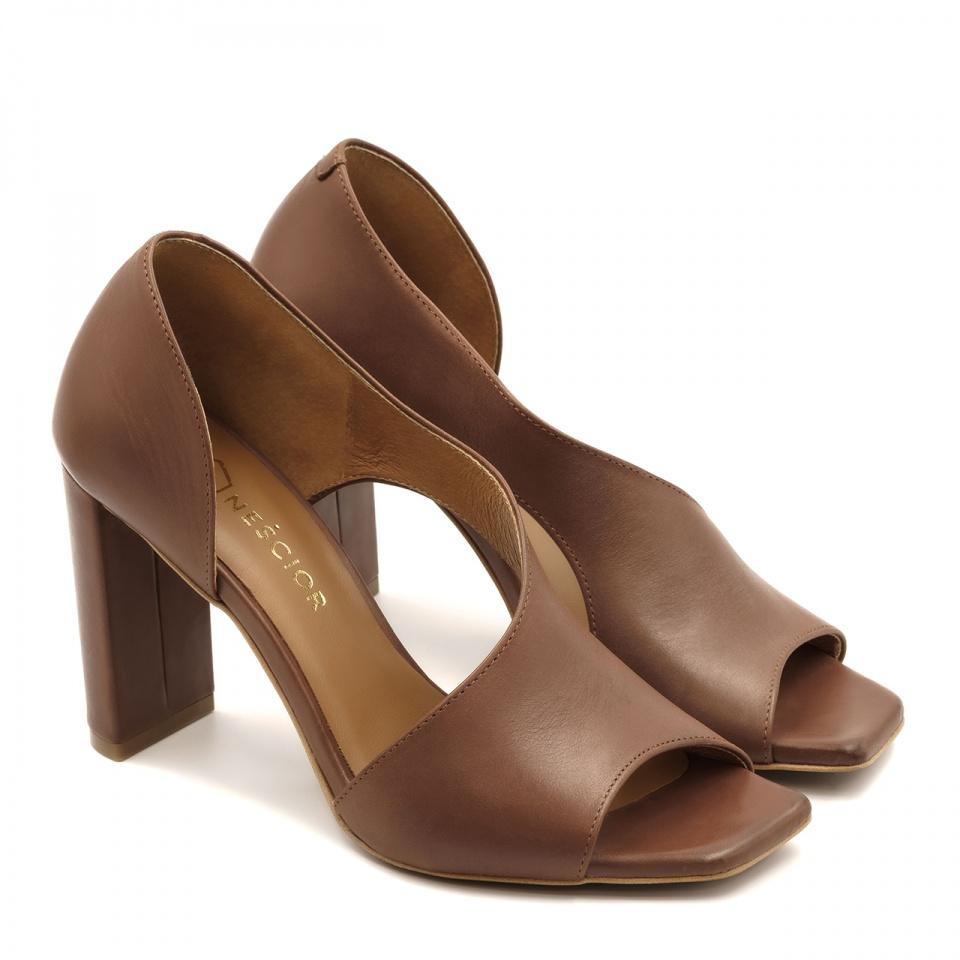 Brązowe skórzane sandały z kwadratowym noskiem 133A