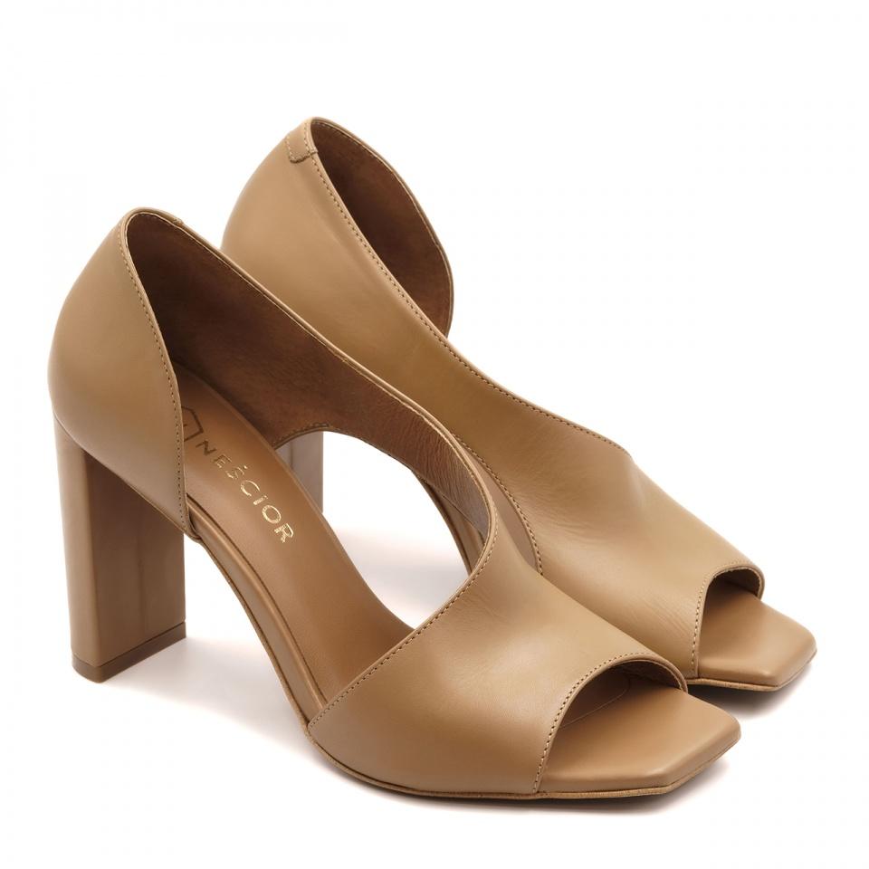 Karmelowe skórzane sandały z kwadratowym noskiem 133A