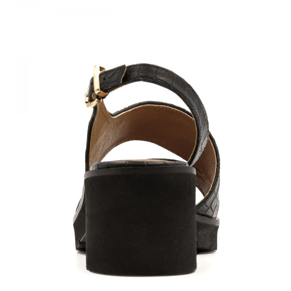 Czarne skórzane sandały na grubej podeszwie 85D