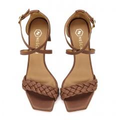 Brązowe skórzane sandały z warkoczem 119P