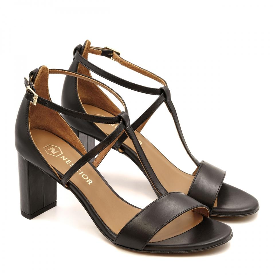 Czarne skórzane sandały z paskami na niskim słupku 209D