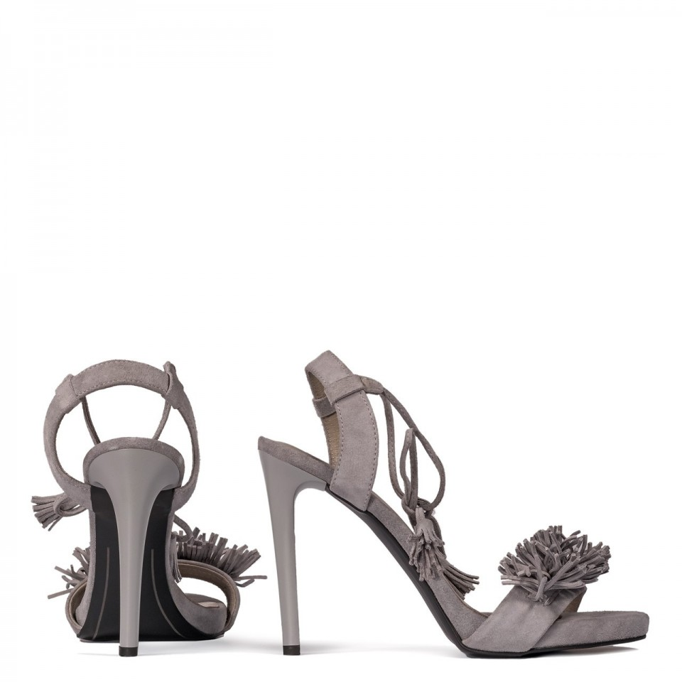 Szare zamszowe szpilki sandały z frędzelkami