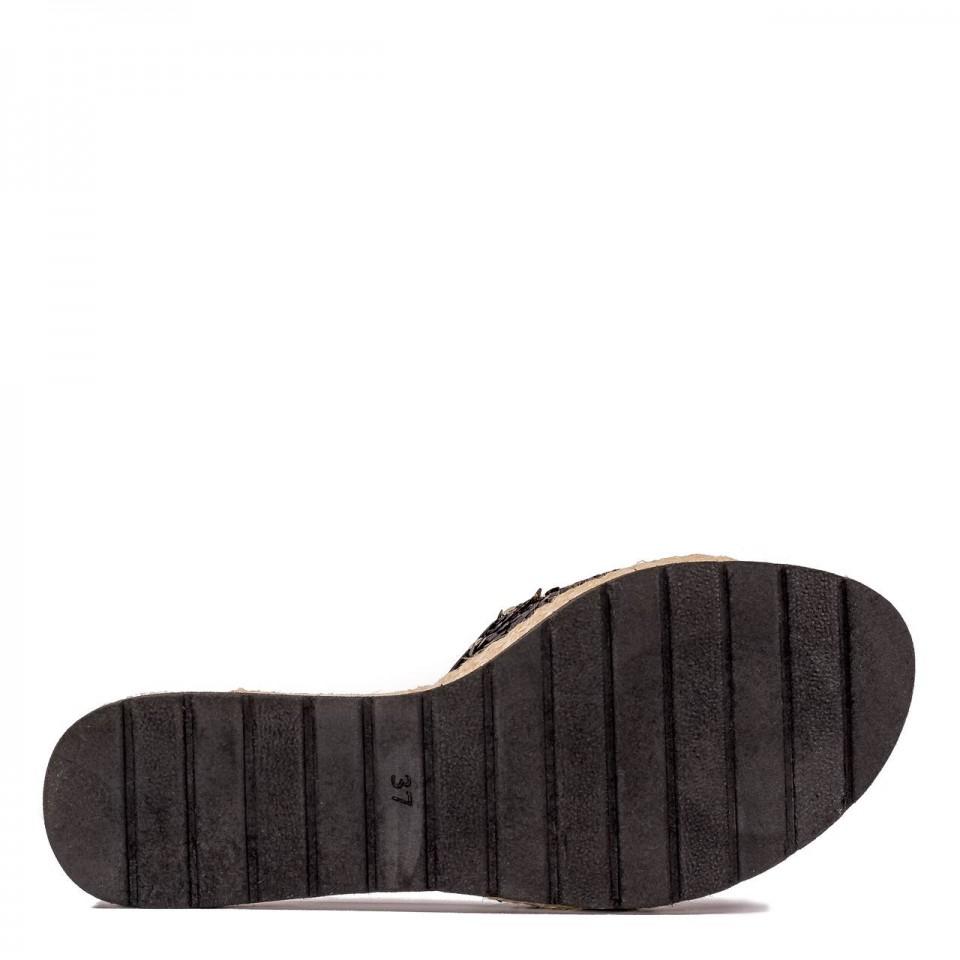 Czarne cekinowe klapki 67D
