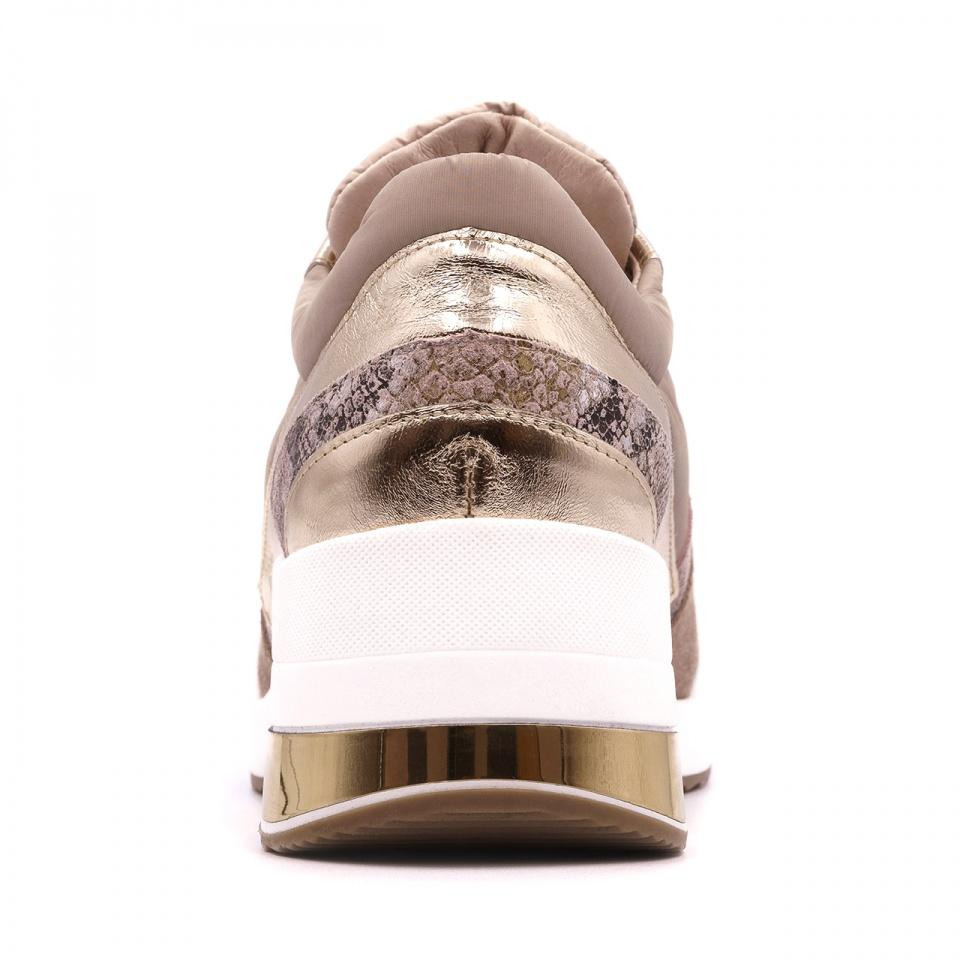 Sportowe pudrowo różowe sneakersy typu chunky ze złotą wstawką 278B