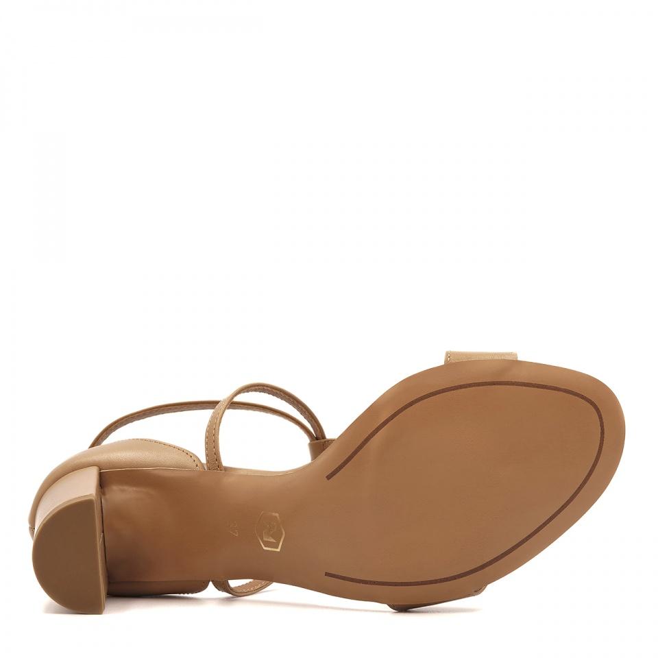 Karmelowe skórzane sandały z paskami na niskim słupku 209D