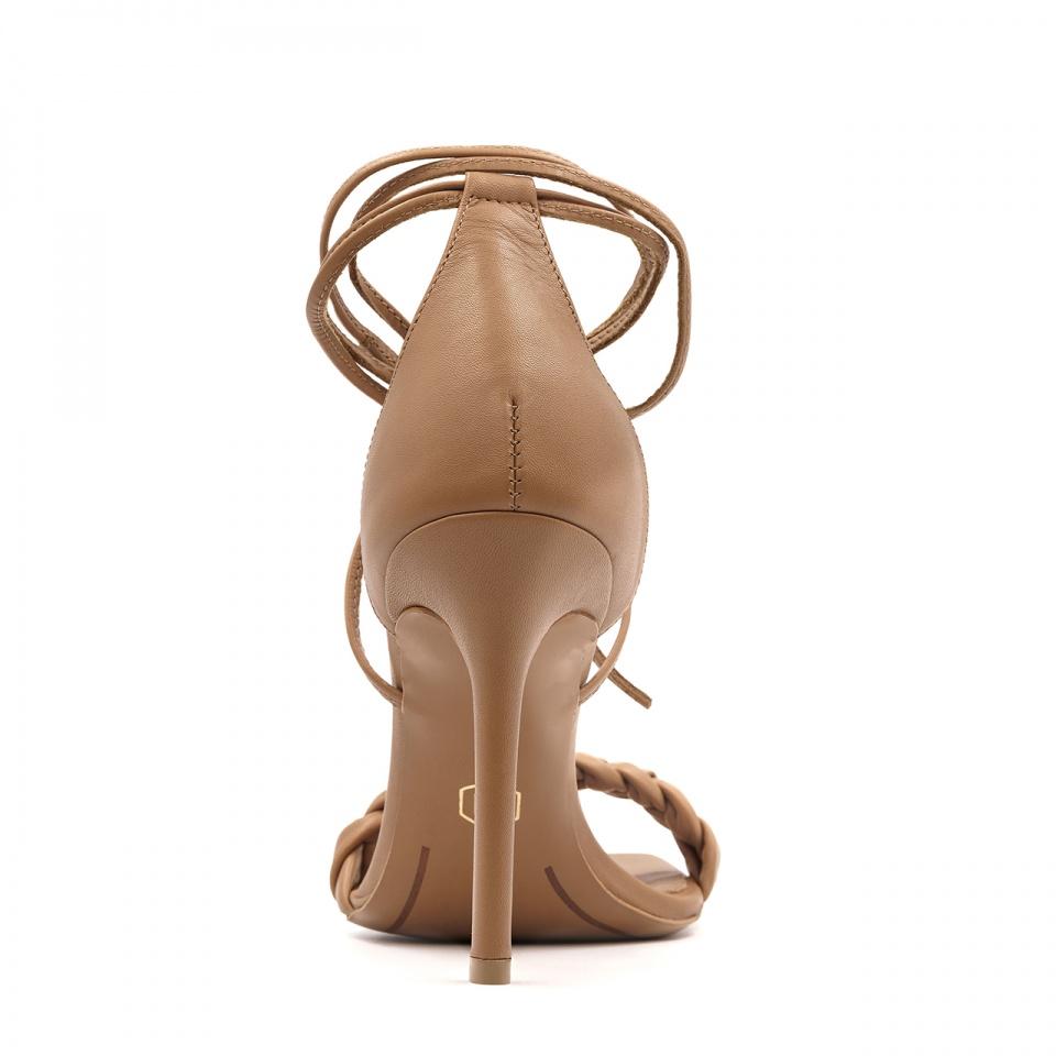 Karmelowe skórzane szpilki sandały z warkoczem z przodu 116B