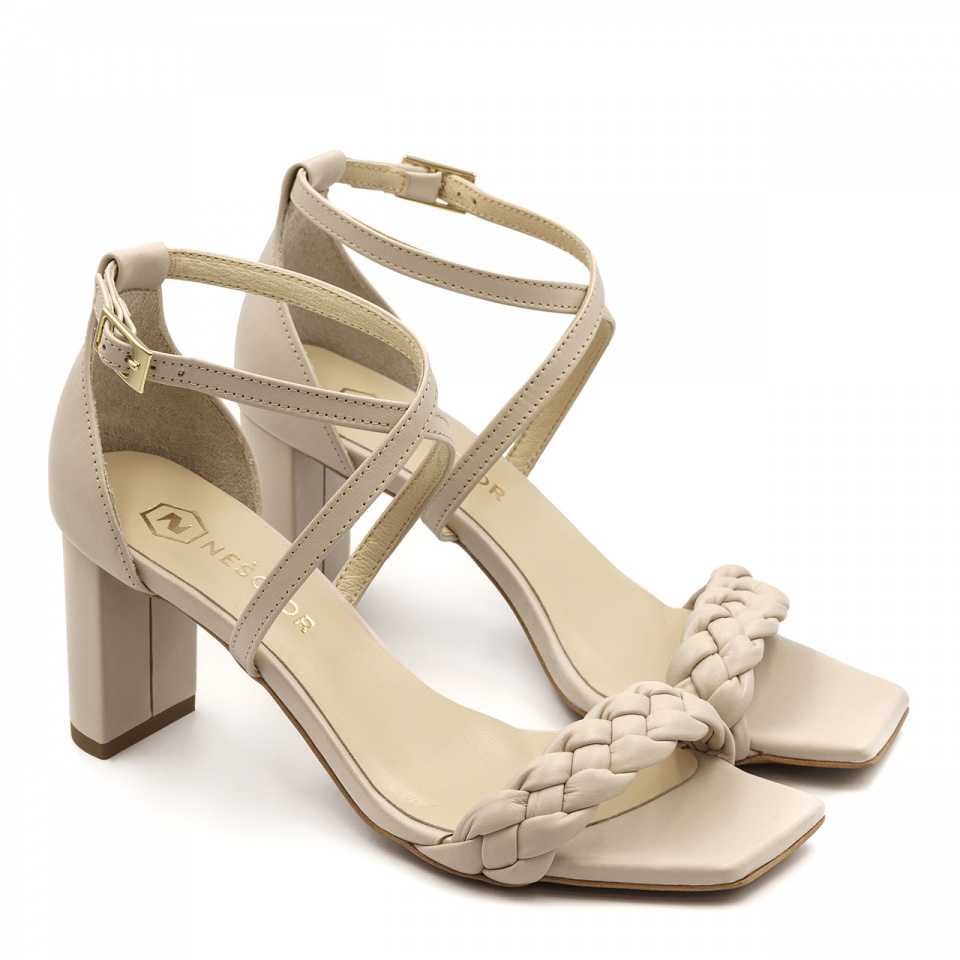 Beżowe skórzane sandały z warkoczem 119P