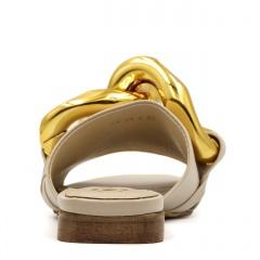 Beżowe skórzane klapki ze złotymi ogniwami 82B