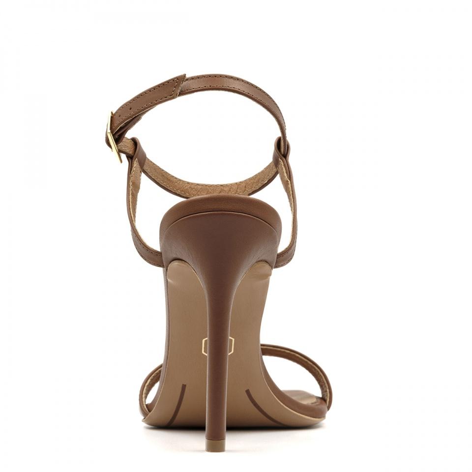 Jasnobrązowe szpilki sandały z kwadratowym noskiem 116A