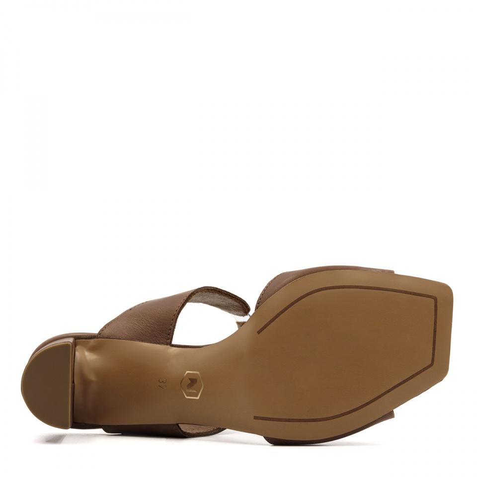 Brązowe skórzane sandały na słupku 119A