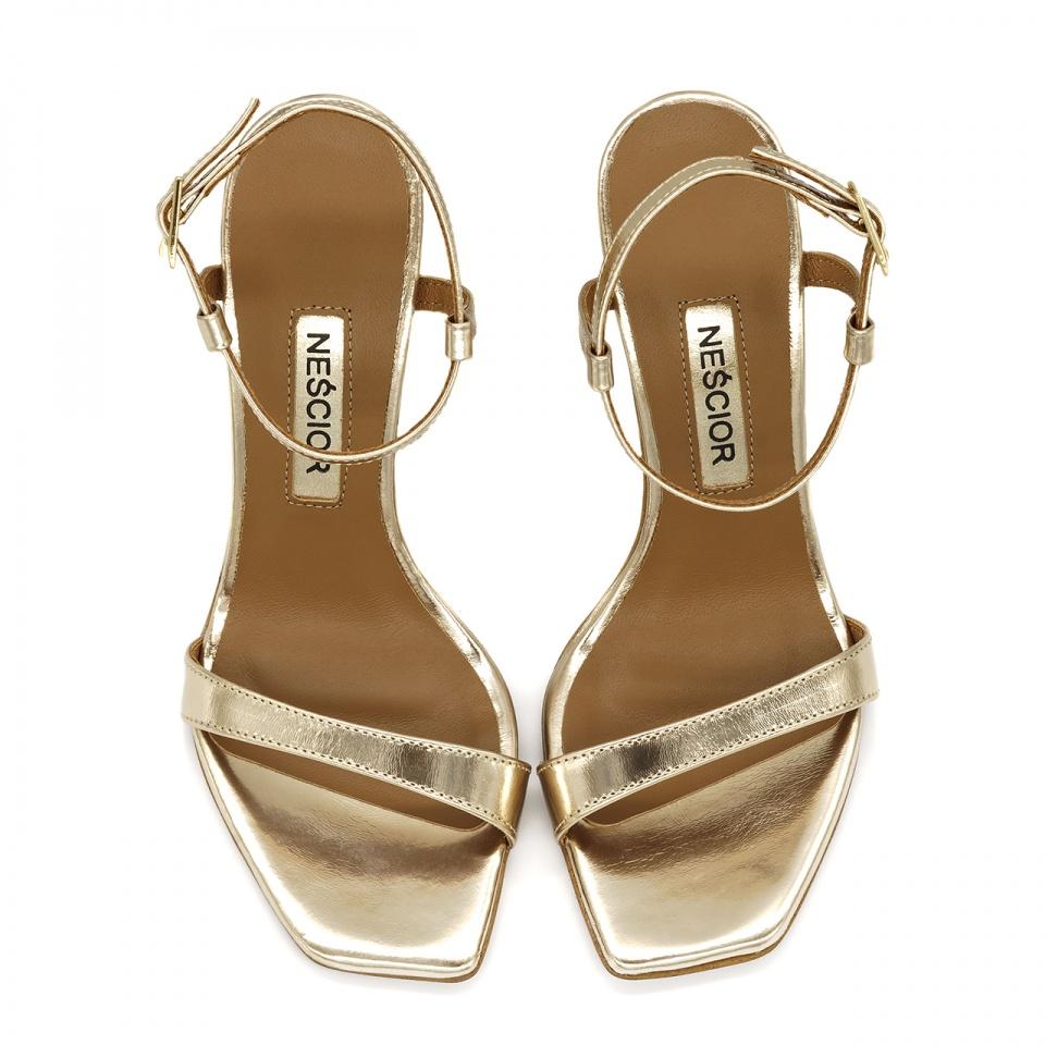 Złote szpilki sandały z kwadratowym noskiem 116A