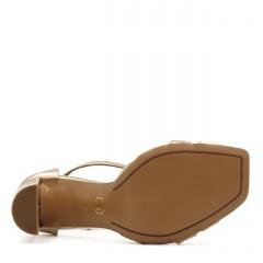 Złote skórzane sandały z kwadratowym noskiem 133D