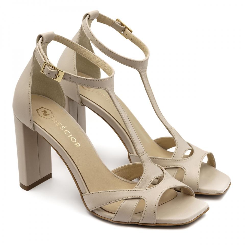 Beżowe skórzane sandały z kwadratowym noskiem 133D