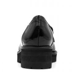 Czarne lakierowane mokasyny na grubej podeszwie 240B