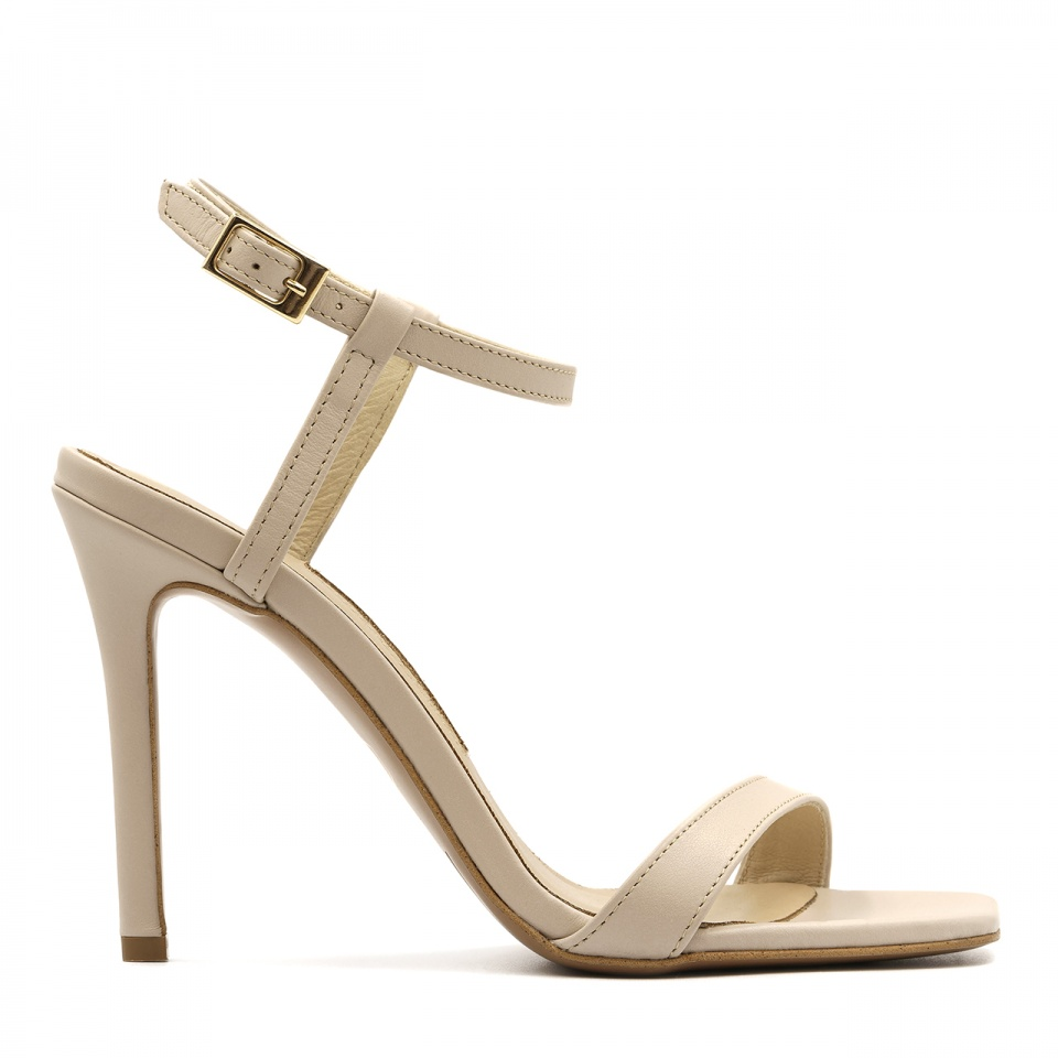 Beżowe szpilki sandały z kwadratowym noskiem 116A