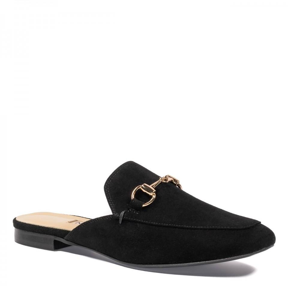 Eleganckie czarne zamszowe klapki z zakrytymi palcami