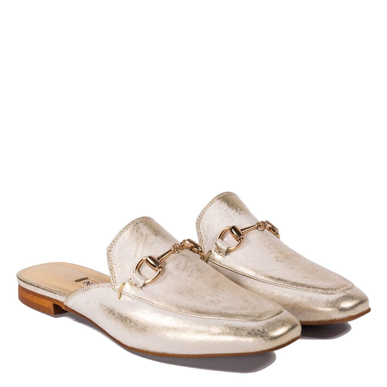 Eleganckie złote klapki z zakrytymi palcami 20B Neścior