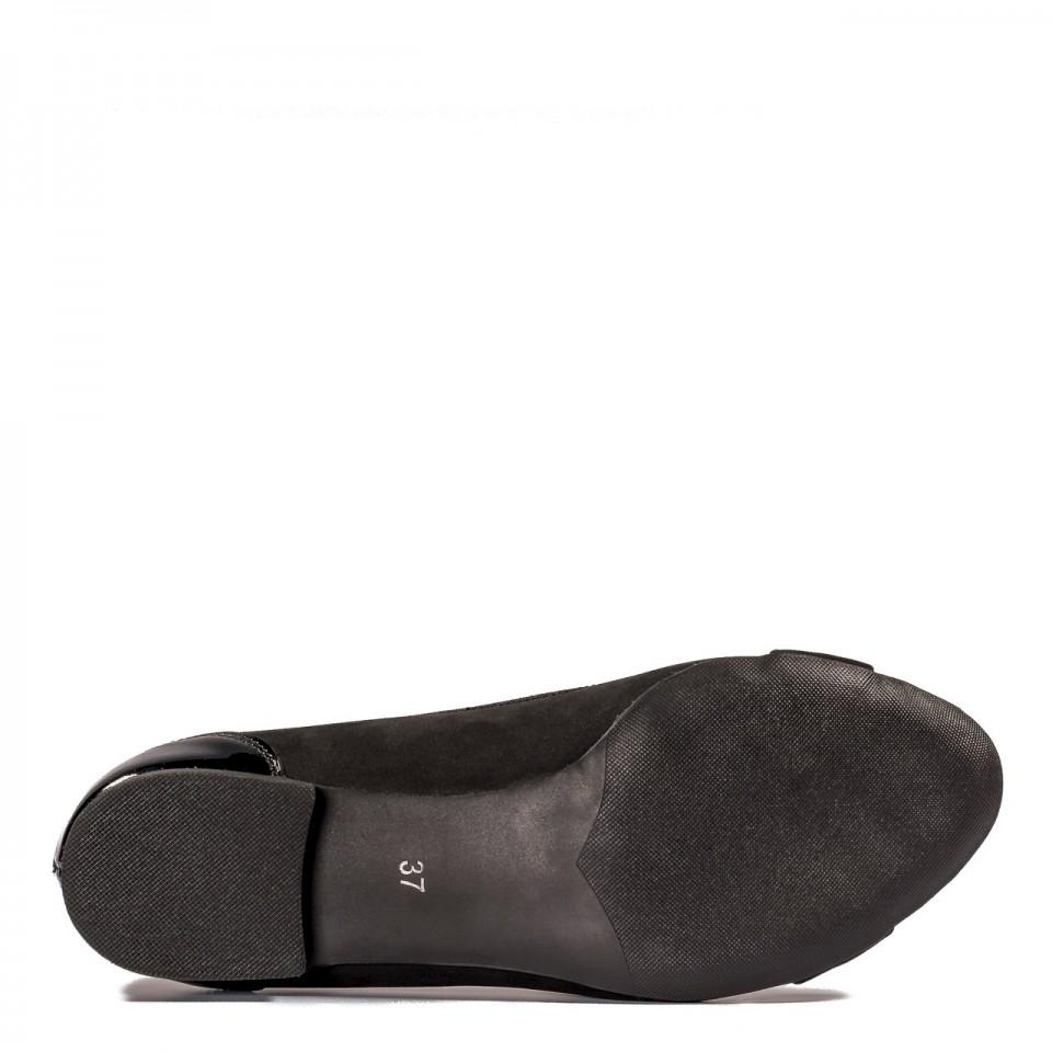 Czarne skórzane baleriny z prostokątną klamrą 57P1