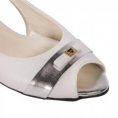 Białe baleriny z wycięciami na bokach i srebrną wstawką 57A