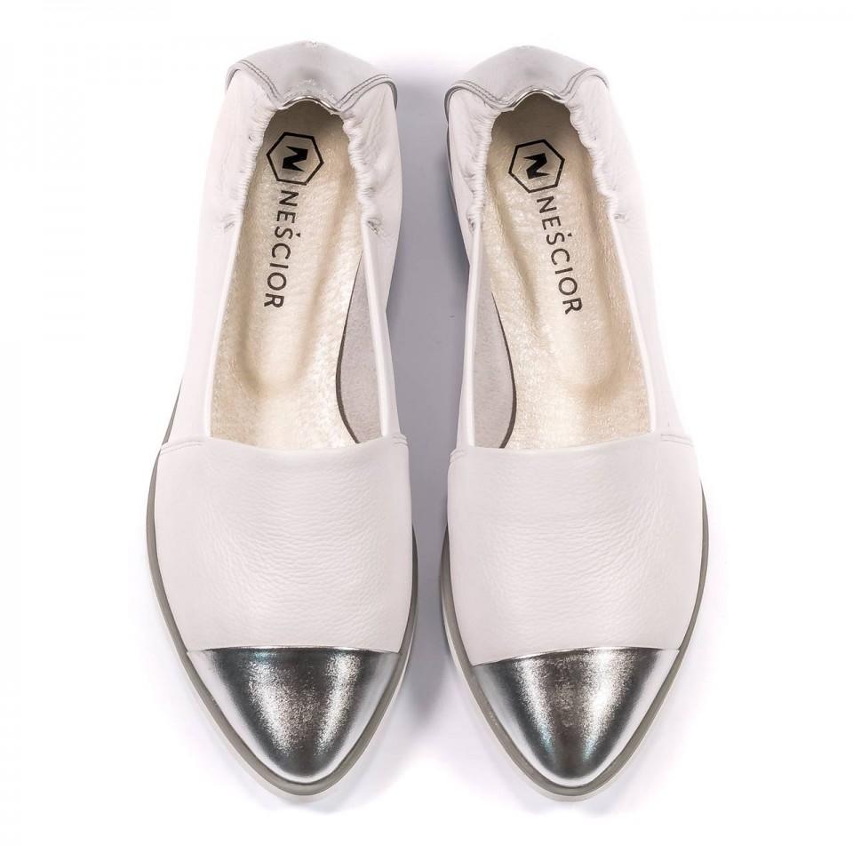 Białe skórzane espadryle ze srebrnym noskiem