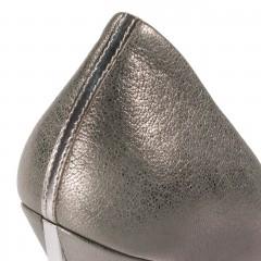 Perłowo-szare skórzane szpilki na wysokim srebrnym obcasie