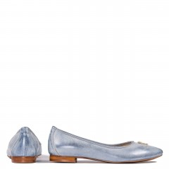 Biało-niebieskie skórzane baleriny z delikatną ozdobą