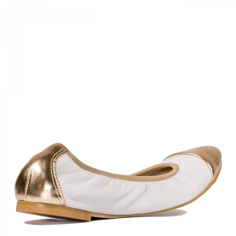 Białe skórzane miękkie baleriny ze złotym czubkiem