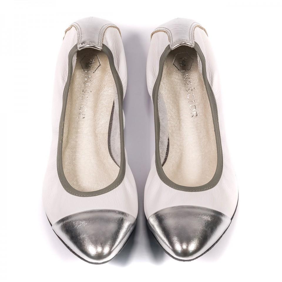 Białe skórzane miękkie baleriny ze srebrnym czubkiem