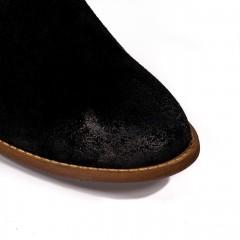 Czarne zamszowe botki z luźną cholewką