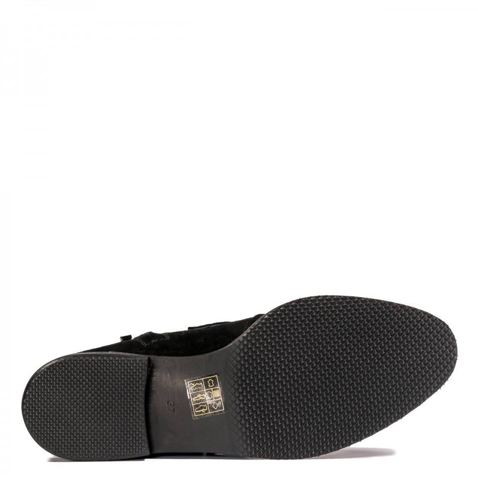 Czarne zamszowe botki  z ozdobnymi paskami na cholewce