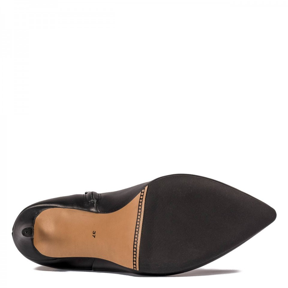 Czarne skórzane botki na szpilce
