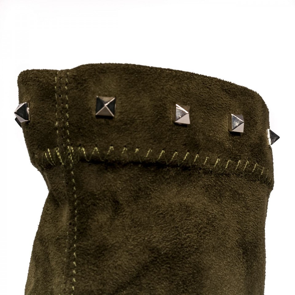 Khaki botki na wysokim słupku zdobione ćwiekami