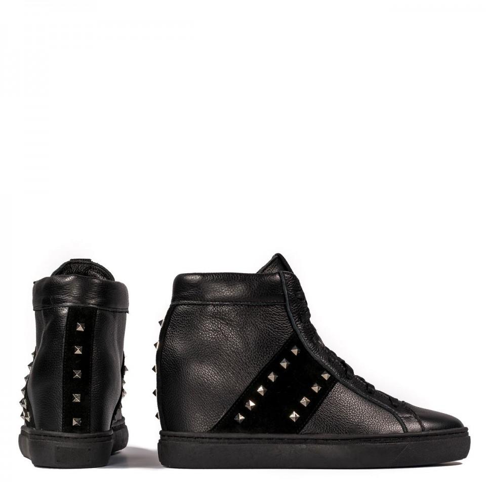 Czarne skórzane sneakersy z ćwiekami