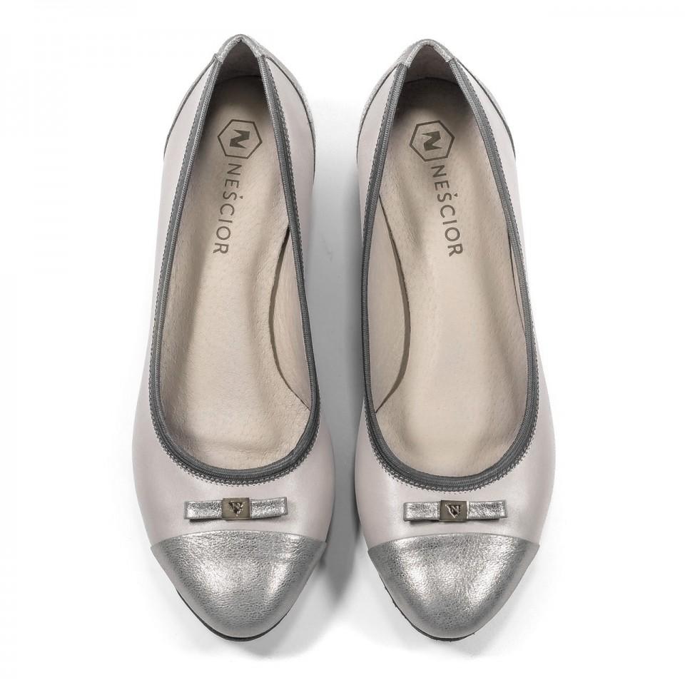 Szaro-srebrne skórzane baleriny z kokardką na przodzie 57G