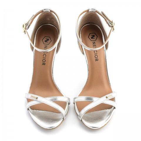 6cc591c79d187 Srebrne skórzane sandały na obcasie z paskami 04S1
