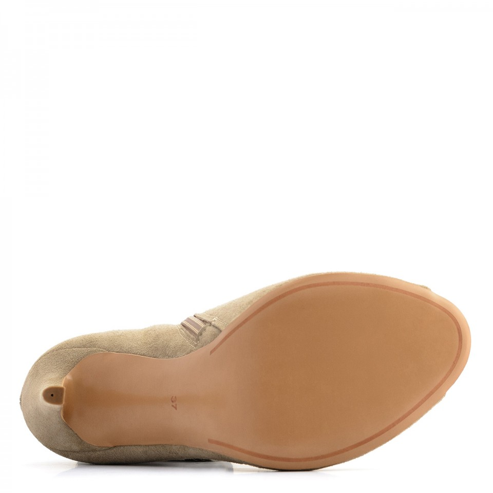 Beżowe zamszowe botki na szpilce open toe