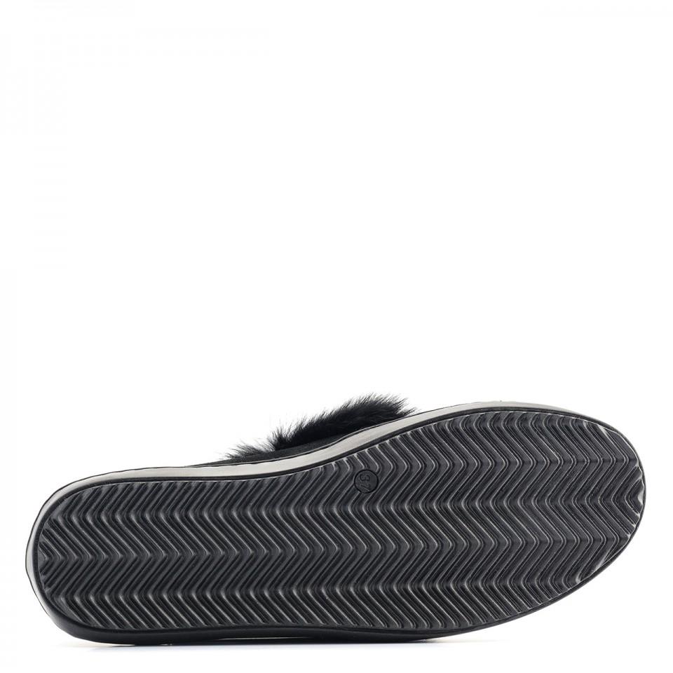 Czarne welurowe slipony z futerkiem
