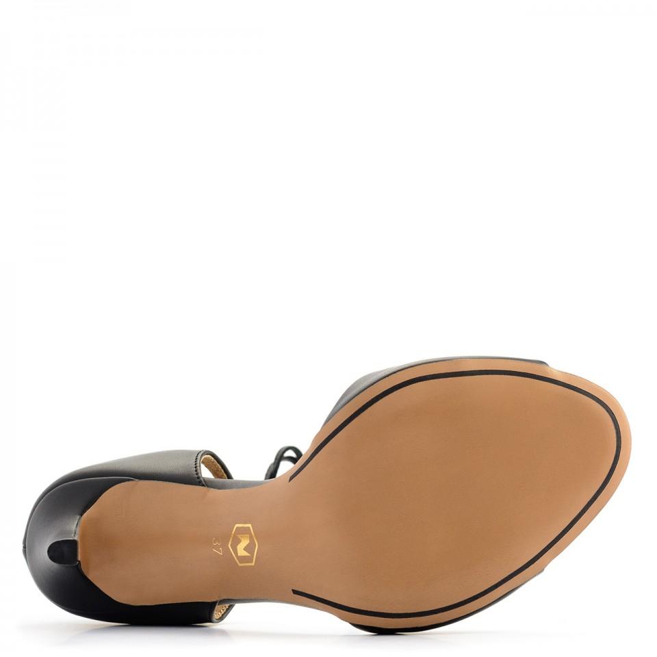 Czarne skórzane szpilki sandały wiązane wokół kostki